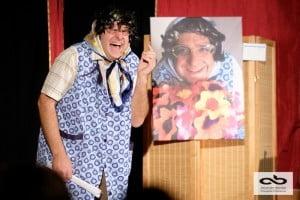Mr grimbuche se transforme en Marie-Rose et devient sa maman. un spectacle touchant et drôle type café théâtre ou one man show